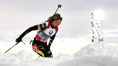 © JONATHAN NACKSTRAND / AFP Anaïs Bescond sur les neiges de la coupe du monde de biathlon